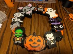 Halloween Wreath Perler Bead Designs, Perler Bead Templates, Diy Perler Beads, Perler Bead Art, Pearler Beads, Fuse Beads, Melty Bead Patterns, Pearler Bead Patterns, Perler Patterns