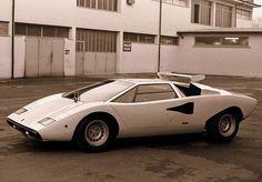 Lamborghini Countach LP400 Walter Wolf #Lamborghini #countach pic.twitter.com/6t9N9ImpM5