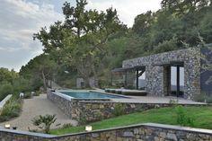 maison en pierre design moderne italie véranda piscine Giordano Hadamik Architects