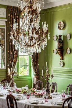 "Accent Green: Dreamy Home and interiors - Architectural Digest ""Corned beef and cabbage and leprechaun men. Colorful rainbows hide gold at their end. Shamrocks and clovers with Pierre Frey, Green Dining Room, Dining Rooms, Interior Decorating, Interior Design, Room Interior, Classic Interior, French Country Decorating, Beautiful Interiors"