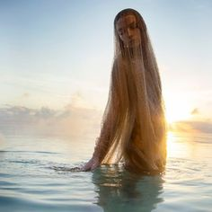e カ flottement floating Giorgio Armani Swarovski embroidered cape Water Photography, Beauty Photography, Photography Poses, Water Shoot, Water Nymphs, Photo Images, Beach Shoot, Foto Art, Foto Pose