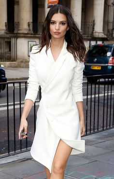 girl Emily Ratajkowski look - beauty pretty - outfit, style - emily ratajkowski - Summer Work Dresses, Winter Dresses, White Work Dresses, Classy White Dress, White Wrap Dress, White Fashion, Look Fashion, Womens Fashion, Fashion News