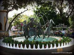 La Ronda, obra de Francisco Narvaez ubicada frente a  la Plaza Bolívar de Porlamar.