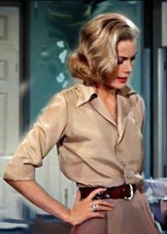hair + brown shirts + brown belt + ring /Grace Kelly