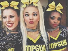 Cheerleading Pics, Cute Cheerleaders, Cheer Stunts, Team Cheer, Cheer Stretches, Cheer Team Pictures, Cheers Photo, Cheer Poses, Cheer Hair