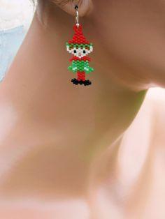 Christmas Gift Decorations, Beaded Christmas Ornaments, Christmas Earrings, Christmas Jewelry, Seed Bead Projects, Beading Projects, Peyote Beading Patterns, Loom Beading, Seed Bead Jewelry