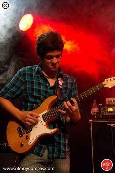 Alumno en un concierto de la Escuela de Musica Moderna Ritmo y Compas. #ritmoycompas #escuela #escuelademusica #alumno #alumna #musica #hortaleza #guindalera #concierto #guitarra #guitarrista