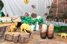 Dinos, churros, pirulito de bolacha... Churros, Table Decorations, Furniture, Home Decor, Lollipop Candy, Chip Cookies, Homemade Home Decor, Churro, Home Furnishings