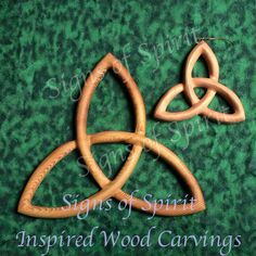 MEANING The most basic Triquetra Simply three arcs originally it is believed to the early Celts the three arcs represent the three aspects of the ancient Celtic Goddess Maiden Mother Celtic Tattoo For Women, Celtic Christianity, Celtic Goddess, Celtic Trinity Knot, Spiritual Symbols, Quilting Board, Thing 1, Triquetra, Celtic Designs