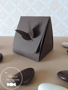 Paper Gift Box, Diy Gift Box, Paper Gifts, Diy Paper, Paper Box Template, Origami Templates, Necklace Packaging, Jewelry Packaging, Decoration Communion