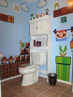 Pareti Super Mario. Gregory Pinzone ha dipinto sulle pareti del suo bagno scene tratte dai videogames più famosi, come Super Mario Bros. Via technabob.com
