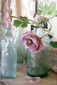 Pastel | Pastello | 淡色の | пастельный | Color | Texture | Pattern | Composition | single flower vase | umla