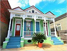French Quarter double shotgun home. New Orleans. New Orleans Homes, New Orleans Louisiana, New Orleans Architecture, Architecture Details, Creole Cottage, Shotgun House, New Orleans French Quarter, Colourful Buildings, Street House
