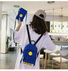 Backpacks For College Girl, College Girls, Men's Backpack, Fashion Backpack, Yellow Shoulder Bags, Cool Backpacks, School Fashion, School Bags, Cute Cartoon