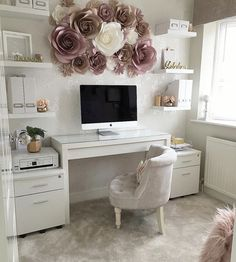I want my crafty corner/office space to look like this ? I want my crafty corner/office space to loo Cozy Home Office, Home Office Space, Home Office Design, Home Office Decor, Home Decor, Corner Office, Office Room Ideas, Office Setup, Bedroom Office Combo