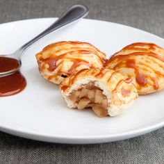 Miniature apple pie puffs with homemade caramel sauce - Snixy Kitchen  Getting in the mood for fall