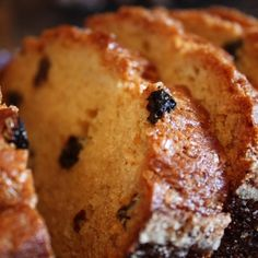 A Friendship Bread Kitchen exclusive! This Rum Raisin Amish Friendship Bread adds a burst of rum-soaked festive cheer to any buffet or holiday table. Friendship Cake, Friendship Bread Recipe, Friendship Bread Starter, Amish Friendship Bread, Amish Bread Recipes, Sourdough Recipes, Loaf Recipes, Muffin Recipes, Dessert Recipes