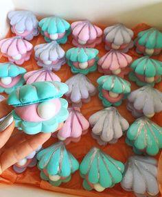 They're sleeping Meringue clam shells filled with strawberry ganache & a chocolate pearl ⚪️ Mehr Mermaid Theme Birthday, Little Mermaid Birthday, Little Mermaid Parties, The Little Mermaid, Little Mermaid Wedding, Mermaid Baby Showers, Baby Mermaid, Sirenita Cake, Macarons