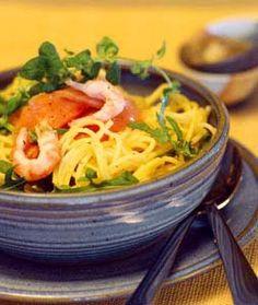 Krämig pasta med lax och räkor