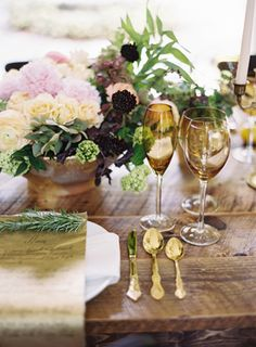 sparkly dinner settings for glamorous guests