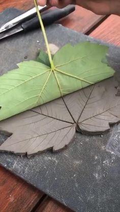 Diy Air Dry Clay, Diy Clay, Leaf Crafts, Diy Home Crafts, Concrete Crafts, Plaster Crafts, Clay Art Projects, Leaf Bowls, Creation Deco