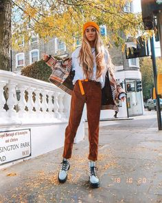 Doc Martens have been in style for almost 60 years, discover what made them so popular. We also discuss how to wear them in style! Fashion 90s, Estilo Fashion, Look Fashion, Fasion, Fashion Models, Autumn Fashion, Fashion Outfits, Male Hipster Fashion, Preteen Fashion