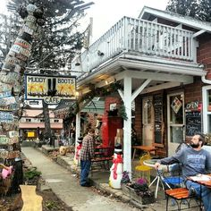 Muddy Boots Cafe in Nashville, Indiana. Ok I need to stop looking because the more I see the more I want to go lol, they mention all the neat shops and restaurants and meandering streets and B and inns and even a John Dillinger museum lol!