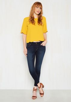 Best Things in Life are Fray Pants. What better way is there to celebrate your carefree nature than a spirited romp in these dark-wash skinnies? 80s Womens Fashion, Tall Women Fashion, Iranian Women Fashion, Womens Fashion Casual Summer, Fashion 2020, Vintage Pants, Cute Jeans, Pants For Women, Clothes