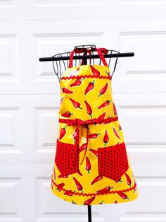 Apron  Oilcloth Apron  Chili Pepper Reversible by LindasOtherLife, $40.00