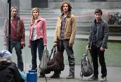 percy jackson on the set of The Sea of Monsters Percy: what is that? Grover: um it doesn't smell good. Tyson: that big Annebeth: I think we should run now. Thing: gods its just a spider. Percy Jackson Film, Percy Jackson Fandom, Annabeth Chase, Douglas Smith, Sea Of Monsters, The Lightning Thief, Harry Potter, Logan Lerman, Alexandra Daddario