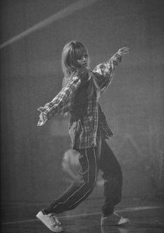 Jennie Blackpink, Blackpink Lisa, Yg Entertainment, Lisa Blackpink Wallpaper, Kim Jisoo, Blackpink Photos, Blackpink Fashion, K Idols, Pop Group