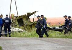 19-Jul-2014 21:59 - LICHAMEN VAN RAMPPLEK WEGGEHAALD. In het oosten van Oekraïne is begonnen met het bergen van lichamen van slachtoffers van de vliegramp. Op foto's die op Twitter circuleren is te zien hoe de stoffelijke overschotten op elkaar gestapeld worden en in vrachtwagens naar onbekende bestemmingen vervoerd. Journalists asking truck driver carrying bodies of #MH17 victims from crash site on his destination - he doesn't know pic.twitter.com/Mq9mrS2X8g...