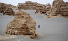 awesome Adventures in the world's deserts: readers' tips Far from being featureless, deserts are fantastic for stargazing, exotic wildlife, ancient architecture and adventure http://www.tripeffect.com/adventures-worlds-deserts-readers-tips/