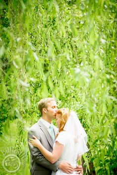 Weeping willow couple #bride #groom #Arkansaswedding #NWA #photographer www.billibilli.com Weeping Willow, Southern Weddings, Arkansas, Bride Groom, Summer Wedding, Photography Ideas, Couple Photos, Couples, Couple Photography