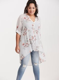 If you find Plus Size Summer 2017 Outfit that fashionable, the fashion mongers are ready with a large number of cheap plus size dresses which you could wear. The very best thing about having a summer 2017 outfit is you. Summer Outfits 2017, Spring Outfits, Look Plus Size, Plus Size Tops, Plus Size Fashion For Women, Plus Size Women, Curvy Fashion, Look Fashion, Fashion Styles