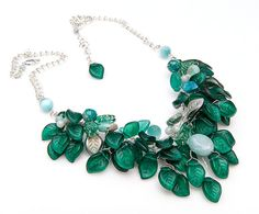 Smaragdzöld nyaklánc,  https://www.etsy.com/listing/125229911/emerald-green-statement-necklace-emerald?ref=related-1