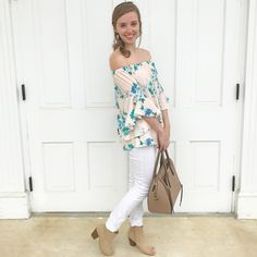 The cutest OTS floral top! Use code LARAK for a discount at The Copper Petal! #ootd #springstyle #summerstyle #outfitideas #springoutfits