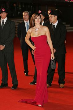 Picture of Monica Bellucci Malena Monica Bellucci, Italian Actress, Beautiful Actresses, Most Beautiful Women, Lady In Red, Strapless Dress Formal, Fashion Models, Celebs, Beauty
