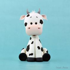 make a fondant cow Cake Topper Tutorial, Fondant Tutorial, Fondant Animals Tutorial, Polymer Clay Animals, Polymer Clay Projects, Polymer Clay Figures, Cow Cakes, 2 Baby, Fondant Cake Toppers
