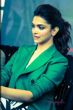 Deepika Padukone Green Coat (2)