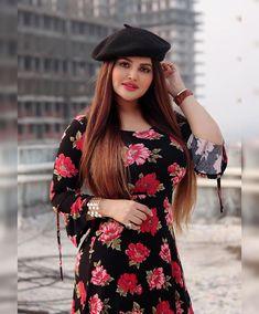 Beautiful Girl Indian, Beautiful Saree, Beautiful Indian Actress, Indian Bollywood Actress, Stylish Girl Images, Beauty Full Girl, Aunts, Girl Photography Poses, Girls Image
