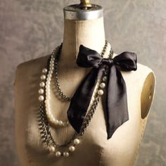 necklaces with bow. so pretty and classy.