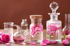 Esans yağları kullanarak, misler gibi kokan, kalıcılığı ile kendine hayran bırakan parfümler hazırlamanın 10 farklı yolu.