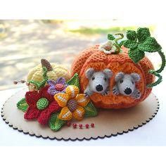 Pumpkin and mice crochet pattern.