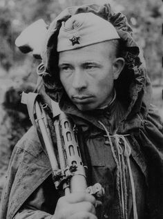 Gunner Guard soldier Yefim Costin, who was awarded the Order of the Red Star. Leningrad Front. WW II