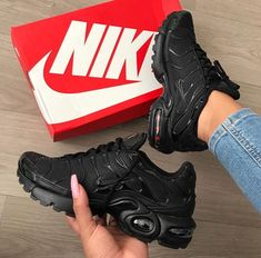 Mens/Womens Nike Shoes 2016 On Sale!Nike Air Max* Nike Shox* Nike Free Run Shoes* etc. of newest Nike Shoes for discount sale Nike Air Max Plus, Tenis Nike Air Max, Nike Shox, Nike Air Max Tn, Nike Air Max For Women, Cute Shoes, Me Too Shoes, Souliers Nike, All Black Sneakers
