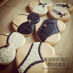 Grunderfully Delicious: lingerie cookies for a bachelorette party. More Más Fancy Cookies, Valentine Cookies, Cute Cookies, Iced Cookies, Sugar Cookies, Bridal Lingerie Shower, Lingerie Party, Lingerie Shower Cookies, Bridal Shower