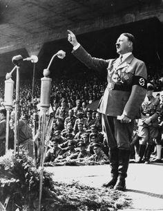 """Ansprache des """"Führers"""" zum 1. Mai: Adolf Hitler tobte, nachdem er von der..."""