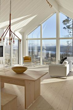 Large windows and a white, neutral color palette Small Living Rooms, Home And Living, Living Spaces, Interior Architecture, Interior And Exterior, Interior Design, Midcentury Modern, Cabin Homes, Scandinavian Home