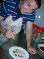 Cooking is fun and also and art¡ We elaborate an original dessert : custard cream with chocolate and an artist touch. Cocinar es divertido y todo un arte.original postre que pone a prueba nuestra habilidad y nuestro pulso¡ Spanish Food, Learn To Cook, Cooking Classes, Custard, Spain, Hands, Dessert, Touch, Chocolate
